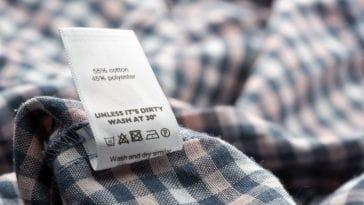 ετικέτες στα ρούχα
