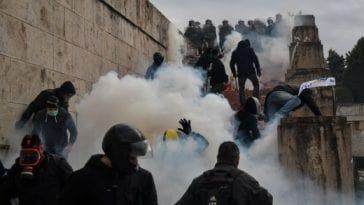 >Γι' αυτούς που τώρα ανακάλυψαν τα δακρυγόνα…