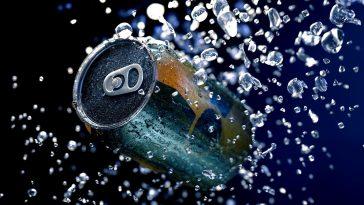 Πλαστικά μπουκάλια vs αλουμινένια κουτάκια: Τι είναι πιο οικολογικό;