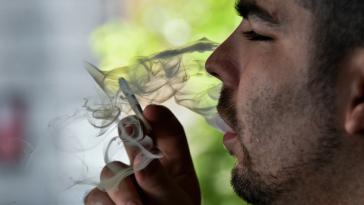 Και για το κάπνισμα σε κλειστούς χώρους, οι ελάχιστοι κάνουν τη μέγιστη φασαρία