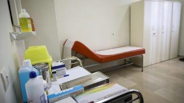 Οι δυσκολίες που αντιμετωπίζει μια γραμματέας σε ελληνικό, ιδιωτικό ιατρείο