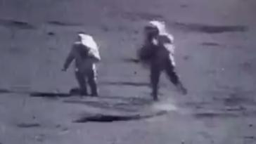 Αυτό το βίντεο με τους αστροναύτες που τρέχουν σε γρήγορη κίνηση στη Σελήνη είναι παράξενα αστείο